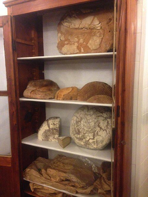 dall anto bread shelf