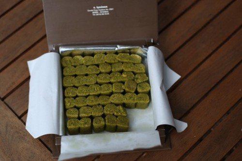 istanbul-souvenirs-bebek-badem-ezme-840x558